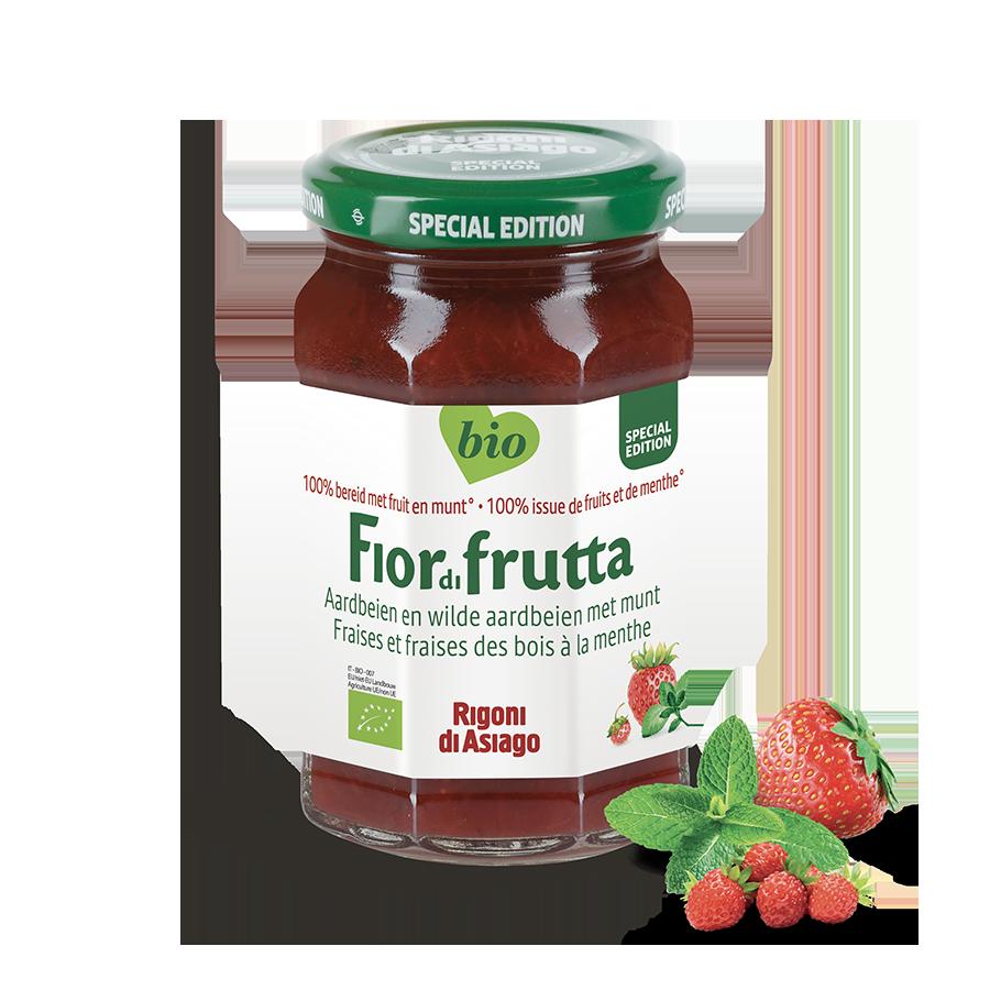 Aardbeien en wild aardbeien met munt